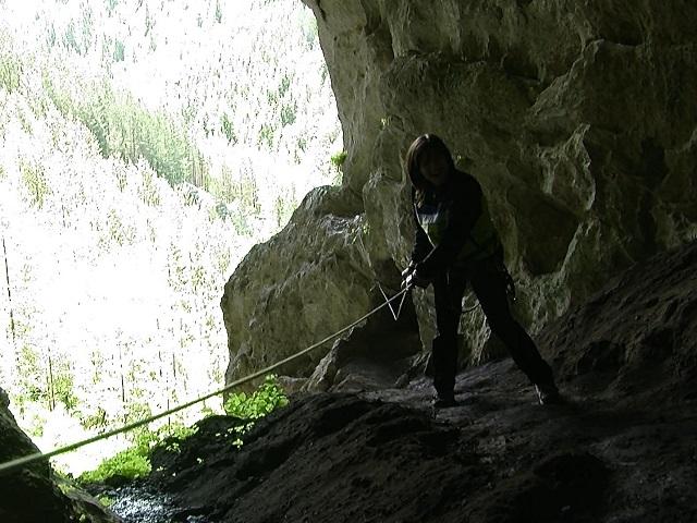 Проникване в Харамийска пещера